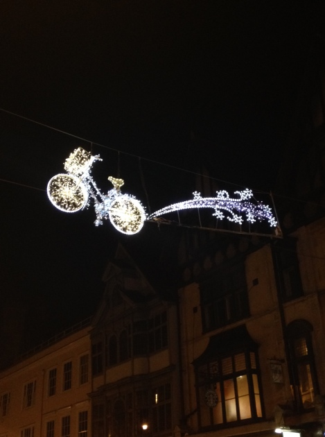 Cycling themed Christmas lights in Oxford